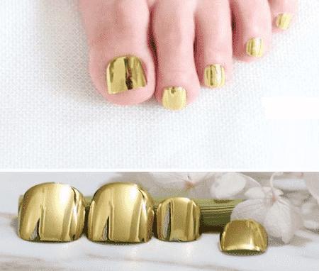 faux ongles pieds dorés