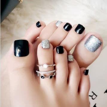 faux ongles pieds noirs et argents